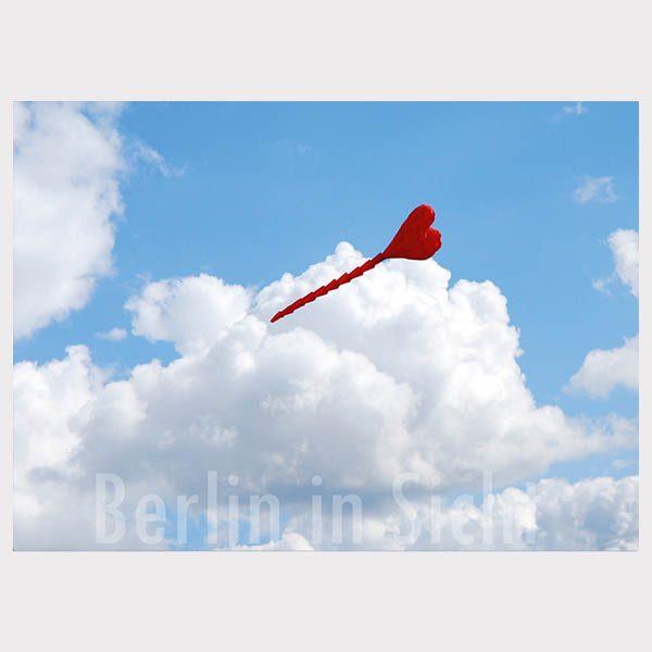 Poskarte rotes Herz im Himmel